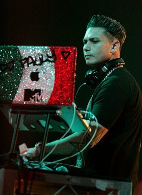 """DJ Pauly D"" by Flickr user Eva Rinaldi, CC-BY-SA-2.0"
